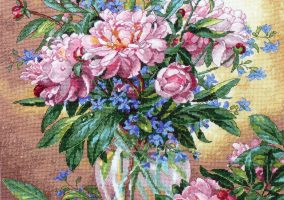 "Bordado ""Peonies and Canterbury Bells"""