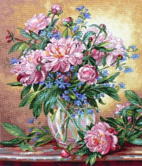 Вышивка «Peonies and Canterbury Bells»