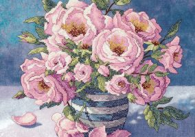 "Izšūšana ""Roses in Striped Vase"""